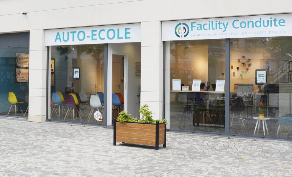 Facade, enseigne, auto ecole montigny le bretonneux facility conduite